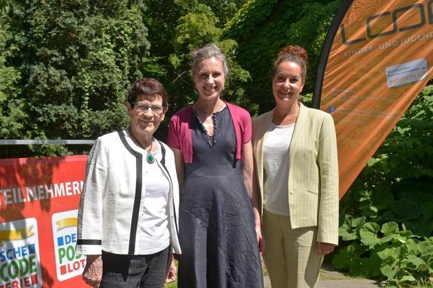 Von links nach rechts: Prof. Dr. Rita Süssmuth, Beiratsvorsitzende Postcode Lotterie, Dr. Vera Geisel, LOOP-Schirmherrin, Petra Rottmann, Head of Charities Postcode Lotterie. Foto: Postcode Lotterie/Thomas Götz