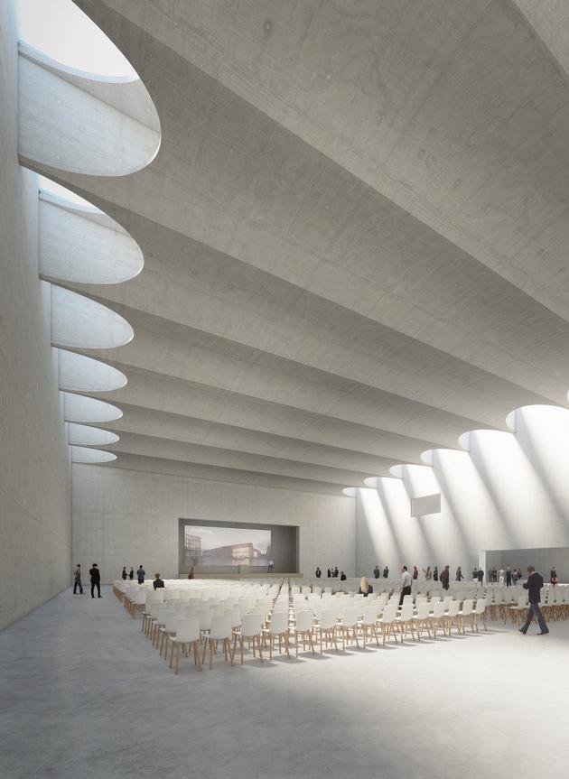 Blick in den Großen Saal des Konferenzzentrums im Siegerentwurf von DEGELO Architekten aus Basel mit der leicht zur Bühne hin abfallenden Decke.