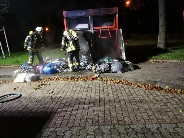 Feuerwehr Kalkar: Brand Altkleidercontainer