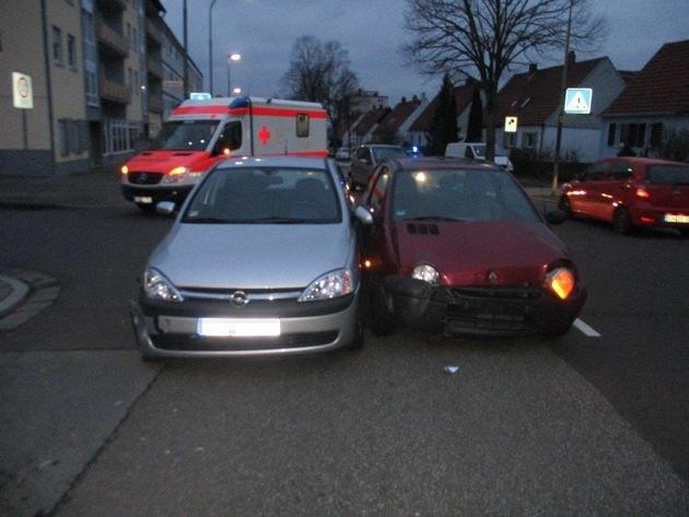 Der Rettungsdienst versorgte die Fahrerinnen. Die 86-Jährige wurde ins Krankenhaus gebracht.