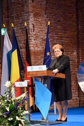 Die Landtagspräsidentin Barbara Stamm bei iher Laudatio. ©HSS