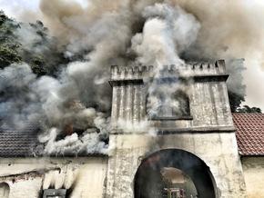 FW-GE: Brennender Dachstuhl am Junkerweg - Haus Leithe durch Brand schwer beschädigt