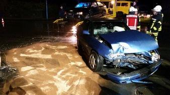 FW-KLE: Verkehrsunfall endet in Gartenzaun. Drei Verletzte.
