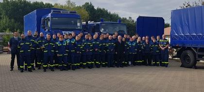 Gruppenfoto mit Staatssekretär - Thomas Lenz, Staatssekretär im Innenministerium MV (16.v. Rechts) begrüßte die neuen THW-Helferinnen und -Helfer in der Regionalstelle Schwerin