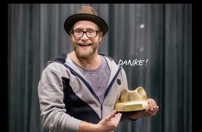 Gregor Meyle zum `Hutträger des Jahres 2017´ gekürt / Der Hut ist ständiger Begleiter des Singer-/Songwriters; dafür erhielt er den  Hut-Award des Hutverbandes GDH e.V. am internationalen Tag des Hutes