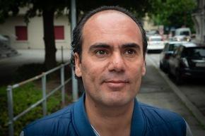 """Adam Khedrawy: Anwalt für Menschenrechte aus Syrien mit 20 Jahren Berufserfahrung, lebt in Bulle, spricht Englisch und Französisch. Seine Diplome sind in der Schweiz nicht anerkannt. Weiterer Text über ots und www.presseportal.ch/de/nr/100056995 / Die Verwendung dieses Bildes ist für redaktionelle Zwecke honorarfrei. Veröffentlichung bitte unter Quellenangabe: """"obs/Schweizerische Flüchtlingshilfe SFH/©COUPDOEIL Bern"""""""