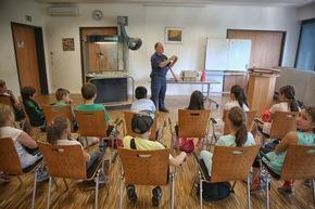 FW Ratingen: Feuerwehr macht Schule - Kindliche Begeisterung auf der Ratinger Feuerwache