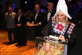 Frau Antje aus den Niederlanden war die diesjährige Glücksfee.