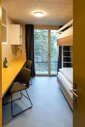 Zimmer mit Aussicht: Blick aus dem Fenster einer der neuen Design-Wohneinheiten im Bachelor-Village. (Foto SSTH / Riona Daly)