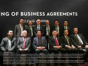 Signing of business agreements: Senior representatives of ThomasLloyd participated in the historic Philippine Presidential trade and diplomatic mission to China.