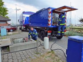 Die Fachgruppe Elektroversorgung  aus Bad Segeberg speist in Grömitz Strom ein.