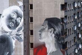 Foto 1 - One Wall von Francisco Bosoletti (li.) und Young Jarus in der Wassertorstraße 65, Credits: Nika Kramer