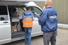 Ermittler und Kriminaltechniker am Einsatzort