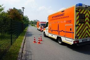 FW Ratingen: Verkehrsunfall - PKW auf Dach - zwei Verletzte (bebildert)