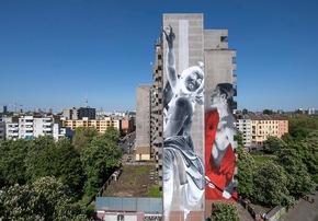 Foto 2 - One Wall von Francisco Bosoletti (li.) und Young Jarus in der Wassertorstraße 65, Credits: Nika Kramer