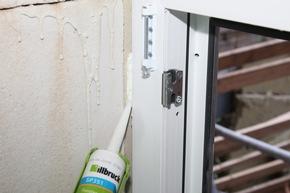 Aus dem illbruck SP351 Fenstermontage-Kleber wird ein genial einfach her-zustellender, ift-geprüfter Spritzklotz