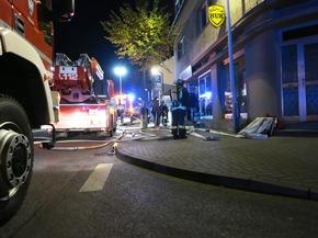 Am Abend des 29. September bekämpfte die Arnsberger Feuerwehr einen Brand in einem Shisha-Shop in Arnsberg-Neheim.