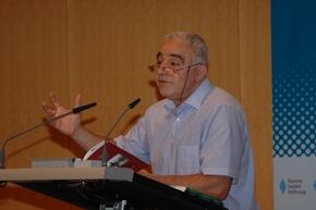 Dichter Nevfel Cumart bei der Lesung Foto: Reiner, HSS