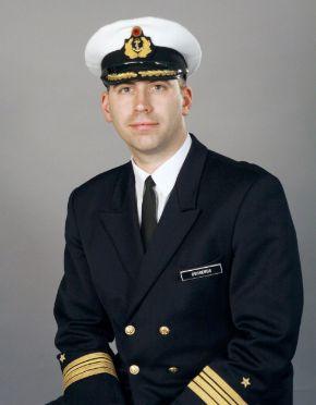 Archivbild: Fregattenkapitän Edgar Behrends übernimmt das Kommando über die Marineschutzkräfte in Eckernförde. Quelle: PIZ Marine