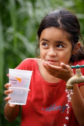 Mädchen profitieren besonders von sicheren Wasserquellen in der Nähe des Haushalts.