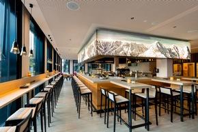 Wer seinen Abend gemütlich ausklingen lassen möchte, der kann dies in der Bar des Hauses bei einem Drink tun (c)Christopher Tiess für a-ja Resort und Hotel GmbH
