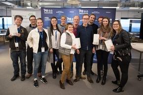 """PR-Hackathon """"REBOOT PR"""": Drei Tage Innovationskraft für die PR-Branche / Der zweite PR-Hackathon Deutschlands zeigt die Zukunft der Kommunikationsbranche. Mehr als 100 Entwickler, Designer und Kommunikationsprofis haben im Loft 06 auf dem Hamburger OTTO-Campus drei Tage lang an neuen Ideen rund um die digitale Zukunft der PR gearbeitet. Ausgezeichnet wurden vier Prototypen, die während des Hackathons entwickelt wurden. Im Bild: Gewinner Google News Lab-Publikumspreis """"Best Validation"""" Teamname """"Finder"""". Weiterer Text über ots und www.presseportal.de/nr/6344 / Die Verwendung dieses Bildes ist für redaktionelle Zwecke honorarfrei. Veröffentlichung bitte unter Quellenangabe: """"obs/news aktuell GmbH/Daniel Reinhardt"""""""