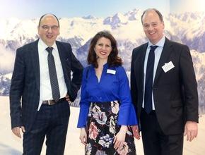 Auch die Messe Frankfurt befürwortet das Aktionsforum Tapete. Michael Caspar (Vorsitzender VDT), Sabine Scharrer (Messe Frankfurt) und Karsten Brandt (GF VDT)