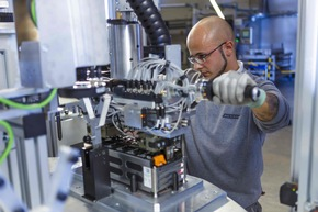 Production of Battery Systems in Langen Photo Akasol - Alexander Heimann