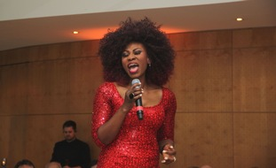 Sängerin Dorothea Lorene Fletcher während der Adventsmatinée