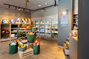Shop City-Resort a-ja Zürich mit Starbucks (c)Christopher Tiess für a-ja Resort und Hotel GmbH