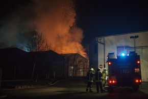 FW Menden: Brand eines Industriebetriebes