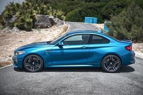"""Das neue BMW M2 Coupé. Weiterer Text über ots und www.presseportal.de/nr/28255 / Die Verwendung dieses Bildes ist für redaktionelle Zwecke honorarfrei. Veröffentlichung bitte unter Quellenangabe: """"obs/BMW Group (10/2015)."""""""