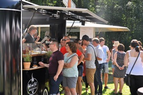 Verschiedene Food-Trucks bieten ein breites, kulinarisches Angebot.