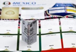 """Crack Back / Panini 2018 FIFA World Cup RussiaTM - Gold Edition / Texte complémentaire par ots et sur www.presseportal.ch/fr/nr/100020842 / L'utilisation de cette image est pour des buts redactionnels gratuite. Publication sous indication de source: """"obs/PANINI SUISSE AG"""""""