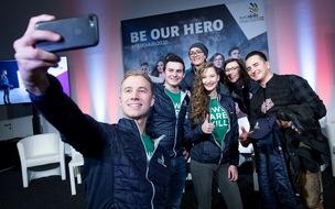 BILD zu OTS - EuroSkills 2020-Heroes mit Andreas Gabalier (Selfi Fabian Gwiggner)