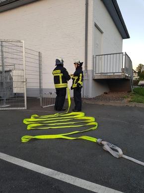 Vornahme eines C-Rohres zur Brandbekämpfung.
