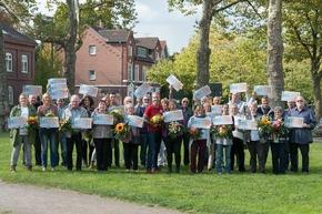 Riesenjubel in Essen. 33 Gewinner freuen sich über insgesamt 425.000 Euro. Foto: Postcode Lotterie/Wolfgang Wedel