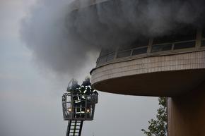 Starke Rauchentwicklung bei Brand in einem Stellwerk