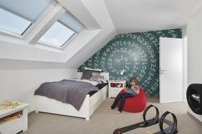 Elektrische Duo-Dachflächenfenster sorgen nicht nur für ausreichend Tageslicht, sondern können bequem über die Haussteuerung bedient werden.