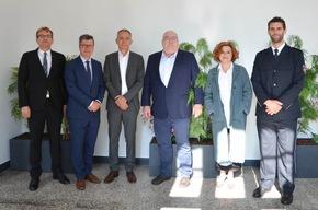 Die Organisatoren gemeinsam mit den Referierenden: Dr. Felix Fabis, Jens Gnisa, Wiard Lüken, Prof. Dr. Thomas Fischer, Sabine Rückert und Marc-Philipp Hohagen