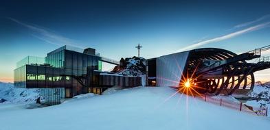 BILD zu OTS - Das Hotel Edelweiss feiert die Eröffnung des Bondmuseums 007 ELEMENTS in Sölden mit Casino-Royalabenden im Hotel, elegantem Galadinner und hochwertigen Ski Tests.