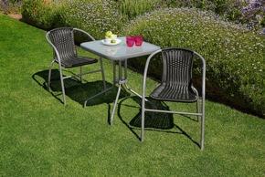 <b>Larissa Caféstuhl</b><br> Ideal für kleine Balkone oder Terrassen lädt der Larissa-Caféstuhl ein gemütliche Abende draußen zu verbringen.<br> Maße (H/B/T): 72 x 52 x 60 cm<br> Preis: 19,99 €