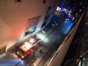 FW-RE: Kabelbrand in Restaurant - Brandrauch zieht in Hotel