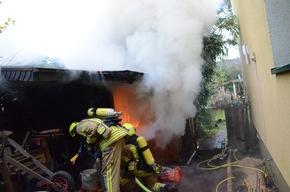 Brand in einer freistehenden Sauna im Garten eines Wohnhauses auf der Straße Forsthof