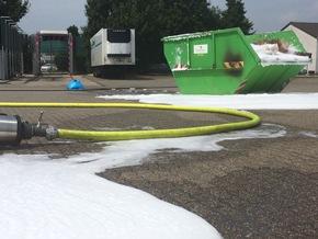FW-KLE: Containerbrand im Gewerbegebiet