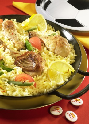 "Spanische Paella schmeckt auch mit Huhn und Kaninchenfleisch. Das Rezept ist erhältlich unter www.presseportal.de => digitale Pressemappe: Miele / Spanish paella also tastes good with chicken and rabbit meat. Recipe is available at www.presseportal.de => digital press kit: Miele / Weitere Informationen unter www.miele-presse.de Die Verwendung dieses Bildes ist für redaktionelle Zwecke honorarfrei. Abdruck bitte unter Quellenangabe: ""obs/Miele"""