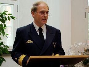 Flottillenadmiral Jürgen Mannhardt hält seine Einweihungsrede für die neue Bibliothek der Marineschule Mürwik. Foto: Alexander Gatzsche, Deutsche Marine