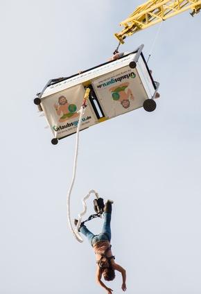 Pures Glück: Urlaubsguru begeistert mit kostenlosem Bungee Jumping.