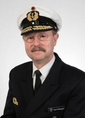Archivbild: Der Inspekteur der Marine, Vizeadmiral Axel Schimpf, wird am 29. Juni das Kommando über die Flotte von Vizeadmiral Hans-Joachim Stricker an Konteradmiral Manfred Nielson übergeben. Foto: Deutsche Marine.