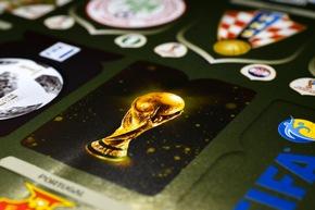 """Coupe du Monde de la FIFA / Panini 2018 FIFA World Cup RussiaTM - Gold Edition / Texte complémentaire par ots et sur www.presseportal.ch/fr/nr/100020842 / L'utilisation de cette image est pour des buts redactionnels gratuite. Publication sous indication de source: """"obs/PANINI SUISSE AG"""""""